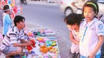 Diễn Châu: Siết chặt quản lý thị trường đồ chơi bạo lực của Trung Quốc
