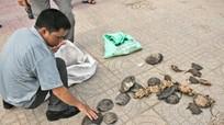 Bàn giao tang vật vụ việc 4 cán bộ quản lý thị trường Nghệ An nhận hối lộ