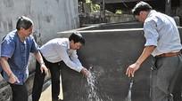 Ngân hàng Vietcombank Chi nhánh Trung Đô bàn giao công trình nước tự chảy cho xã Châu Phong (Quỳ Châu)