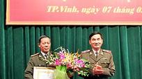 Lãnh đạo Công an tỉnh Nghệ An chúc tết CBCS và trao huy hiệu Đảng