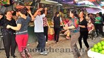 Mừng ngày 8/3 ở chợ Quang Trung (T.P Vinh)
