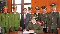 Đại tướng Trần Đại Quang làm việc với lãnh đạo công an tỉnh Nghệ An
