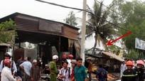 TP. HCM: Chiết xăng gần bếp ăn, 2 nhà bị thiêu trụi