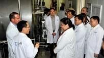 Đồng chí Tòng Thị Phóng thăm  Công ty cổ phần thực phẩm Sữa TH