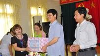 Đồng chí Lê Xuân Đại thăm, tặng quà gia đình chính sách và Trung tâm Điều dưỡng người có công