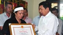 Lãnh đạo tỉnh thăm, động viên gia đình đồng chí Nguyễn Tài Dũng
