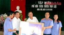 Tuyên truyền kiến thức pháp luật tại xã Đồng Văn, Quế Phong