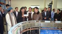 Đồng chí Tòng Thị Phóng làm việc tại Quế Phong, Công ty CPTP sữa TH