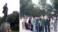 Hà Nội: Đặt hoa tưởng niệm tại Tượng đài Lênin