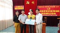 Bảo hiểm xã hội Nghệ An: Trao quà hộ nghèo tại Tương Dương
