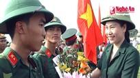 Thanh niên quê hương Xô Viết lên đường nhập ngũ