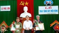 Trao huy hiệu 65 tuổi Đảng cho các đảng viên lão thành