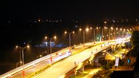 Cầu vượt đường sắt Bắc - Nam trên Quốc lộ 46 về đêm