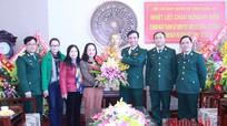 Báo Nghệ An chúc mừng cán bộ chiến sĩ BCH Quân sự tỉnh