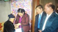 Phó Chủ tịch Quốc hội Tòng Thị Phóng thăm, tặng quà tại Con Cuông