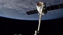 """Tàu Dragon của SpaceX """"hạ cánh"""" an toàn xuống Trạm vũ trụ quốc tế"""