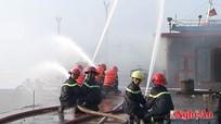 Diễn tập phương án chữa cháy tàu cá cho ngư dân