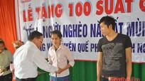 Công ty CP Trung Đô tặng quà cho hộ nghèo xã Đồng Văn (Quế Phong)
