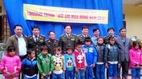 Sở Xây dựng, Chi cục Kiểm lâm tặng quà Tết tại Kỳ Sơn