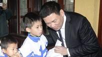 Đồng chí Hồ Đức Phớc chúc Tết các thương bệnh binh, thăm Làng trẻ SOS