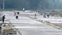 Diêm dân Quỳnh Lưu chuẩn bị bước vào vụ sản xuất muối