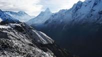Động đất ở Nepal khiến tuyết lở chôn vùi hàng chục người trên đỉnh Everest