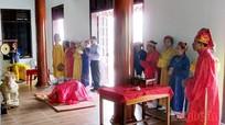 Dâng hương nhân giỗ tổ Hùng Vương tại đền thờ Làng Vạc