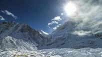 Núi Everest dịch chuyển 3 cm do động đất