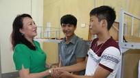 Thứ trưởng Bộ Giáo dục và Đào tạo kiểm tra các điểm thi THPT