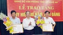 Đảng bộ Văn phòng Tỉnh ủy tổ chức trao huy hiệu 30 năm tuổi Đảng