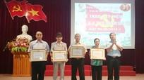 Trao huy hiệu Đảng cho 27 đảng viên lão thành