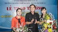 Trao thưởng cho giáo viên đạt giải cao Hội giảng dạy nghề toàn quốc