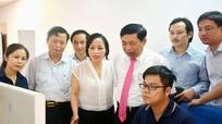 Đồng chí Nguyễn Xuân Đường thăm tòa soạn hội tụ Báo Nghệ An