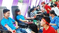 Hàng ngàn sinh viên tham gia ngày hội hiến máu tình nguyện 2015