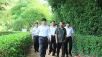 Phân ban Hợp tác Việt Nam - Lào dâng hương tại Khu di tích Kim Liên