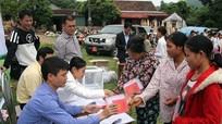 Tập đoàn viễn thông Quân đội trao 78 suất quà cho hộ nghèo Quế Phong
