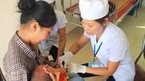 Khuyến cáo đưa trẻ đi tiêm Quinvaxem thay vì chờ vắcxin dịch vụ