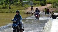UBND huyện Đô Lương chỉ đạo xử lý vấn đề tiềm ẩn mất an toàn  giao thông qua đập tràn Đồng Lộng