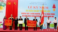 Trường THPT Lê Hồng Phong đón nhận Huân chương Lao động hạng Nhì