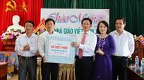 Bí thư Tỉnh ủy chúc mừng Trường THPT Quỳnh Lưu 2