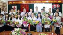 Tuyên dương học sinh dân tộc thiểu số đạt điểm cao kỳ thi THPT quốc gia 2015