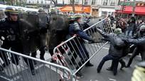 Pháp: Cảnh sát đụng độ với người biểu tình chống biến đổi khí hậu
