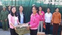 Anh Sơn: Hội viên phụ nữ nghèo được hỗ trợ gà giống