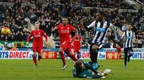 Newcastle kéo tuột Liverpool trở lại mặt đất