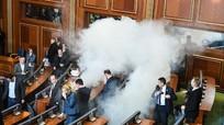 Phản đối thông qua nghị quyết, nghị sĩ Kosovo hun khói Quốc hội