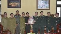 Các đơn vị bạn Lào chúc mừng Đồn BP cửa khẩu Thanh Thủy