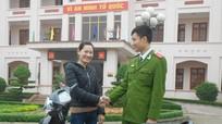 Công an Nghi Lộc trao trả xe máy cho người bị mất trộm