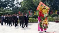 Lãnh đạo Bộ Công an dâng hương Khu di tích Kim Liên và Nhà tưởng niệm Bộ trưởng Trần Quốc Hoàn