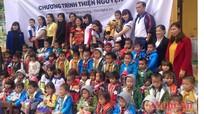 Câu lạc bộ Future for kids (TP Vinh) tặng quà trẻ em xã Xá Lượng (Tương Dương)