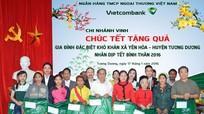 Vietcombank Vinh tặng 80 suất quà cho hộ nghèo